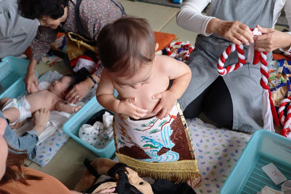 赤ちゃん相撲着付け
